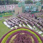 Shalat Berjamaah di Taman DPR RI