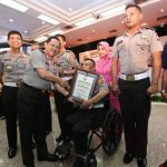 Penghargaan Kapolri untuk Aiptu Adang Hidayat