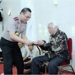 Tumpeng Wakapolri untuk Mantan Kapolri Awaluddin Djamin