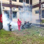 Antisipasi Penyakit DBD, Biddokes Fogging Mako Polres Serang