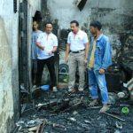 Korban Kebakaran di Padang Terharu Dibantu Jenderal Fakhrizal