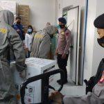 Vaksin Tiba di Kalteng, Brimob Polda Kalteng Laksanakan Pengawalan