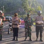 Polres Padang Panjang Salurkan Bantuan kepada Warga Terpapar PPKM