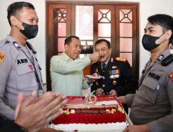 Diberi Surprise Party, Pangdam IV / Diponegoro Malah Suapi Kapolda Jateng