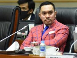 Komisi III DPR : Jangan Setiap Hari Kapolri Pasang Badan